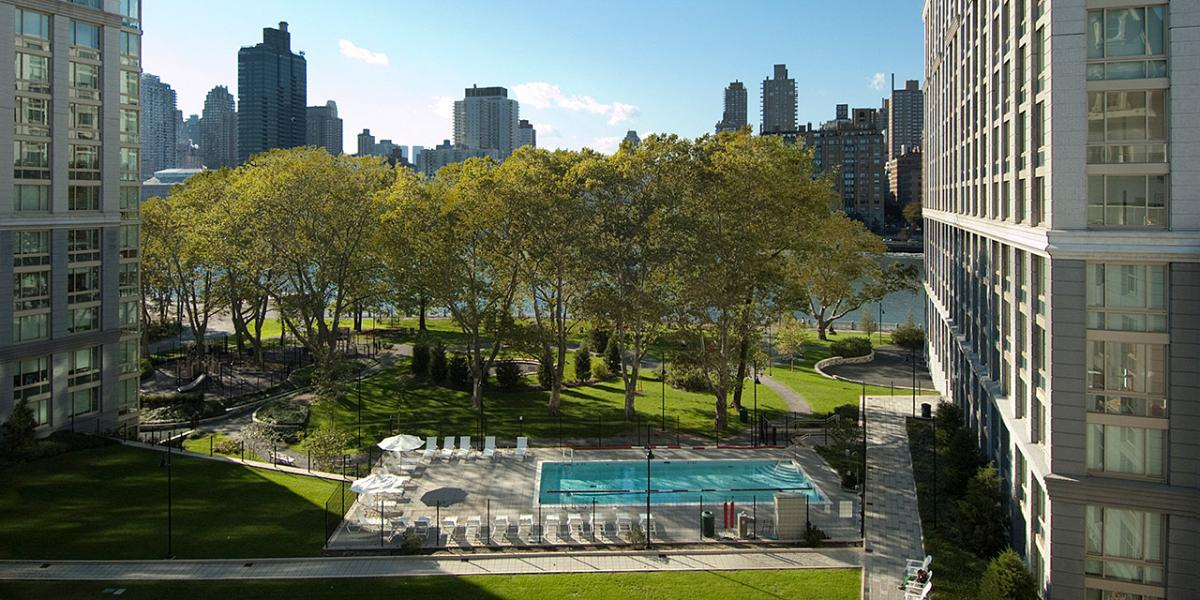 Eco-friendly park, bike paths and promenade in New York City